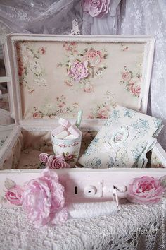 "Wedding handmade accessories. Order suitcase ""Pink Rose"". Vintage suitcase + brooch - a rose .. SharmGallery .... Fair Masters."