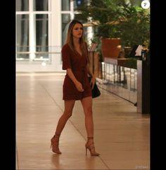 Isabelle Drummond comemora aniversário de 22 anos com jantar com amigos e familiares nesta terça-feira, dia 12 de abril de 2016 Elegant Woman, Ideias Fashion, Womens Fashion, Casual, Outfits, Beauty, Closet, Shoes, Style