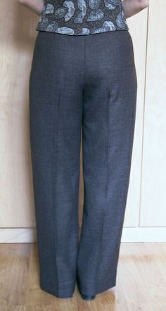 These pants look really well fitted. - Good sewing blog. @kaythesewinglawyer.blogspot.com
