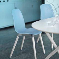Nieuw bij Ikea deze herfst: Mix en match Een blauwe zitting met een chromen onderstel? Of toch liever een witte zitting met massief berken onderstel? IKEA lanceert stijlvolle zittingen en onderstellen die los van elkaar worden verkocht en naar hartenlust