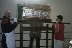 Mon épouse et moi portant la Châsse de Sainte Rolende