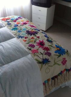 Karam Hecho A Mano added a new photo — with Patricia GalleGo and 8 others. Cushion Embroidery, Crewel Embroidery, Ribbon Embroidery, Embroidery Patterns, Bed Rug, Bordados E Cia, Mexican Crafts, Mexican Embroidery, Bed Runner