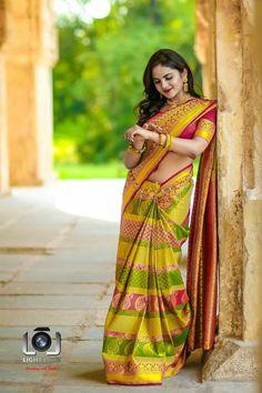 Exclusive stunning photos of beautiful Indian models and actresses in saree. Beautiful Girl Indian, Most Beautiful Indian Actress, Beautiful Saree, Beautiful Actresses, Beautiful Women, Saree Wearing Styles, Saree Styles, Indian Navel, Saree Photoshoot