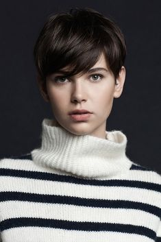 25 Pixie Haircut Styles 2013 Short Haircut for Women. I love my long hair, but I will forever worship women with Pixie cuts! Funky Hairstyles, Girl Hairstyles, Stylish Hairstyles, Winter Hairstyles, Hairstyles Pictures, 2015 Hairstyles, Beautiful Hairstyles, Medium Hairstyles, Popular Hairstyles