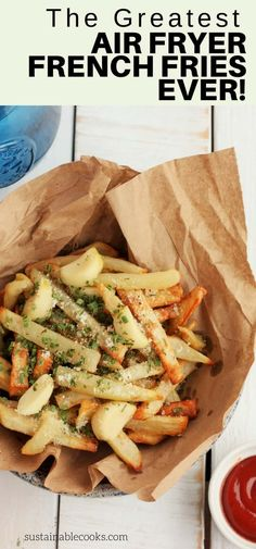 Homemade fries are a real treat with these Air Fryer French Fries With Roasted Garlic and Parmesan Cheese. Air fryer french fries give you the crispiest fries with little to no oil. Learn the secrets for the best fries you'll ever make! Air Fry French Fries, French Fries Recipe, French Fries Fryer, Best French Fries, Homemade Fries, Homemade French Fries, Air Fryer Oven Recipes, Air Frier Recipes, Air Fryer Fries