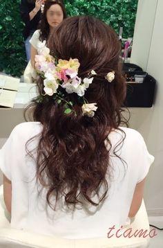 ゆるっとシニヨンから春らしい軽やかハーフへ♡リハ編 |大人可愛いブライダルヘアメイク『tiamo』の結婚カタログ