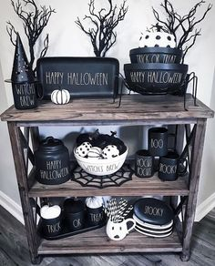 Halloween is a moment where the witch's pumpkin decorations and hats appear in many places. October is nearing the end so Halloween is coming soon. What decorations did you prepare for the Halloween moment at … Retro Halloween, Diy Halloween Home Decor, Halloween Kitchen, Spooky Halloween Decorations, Homemade Halloween Costumes, Fall Halloween, Halloween Crafts, Diy Home Decor, Pumpkin Decorations