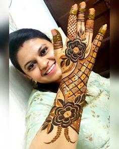 Image may contain: one or more people and closeup Arabic Bridal Mehndi Designs, Rose Mehndi Designs, Latest Henna Designs, Indian Mehndi Designs, Stylish Mehndi Designs, Henna Art Designs, Beautiful Henna Designs, Beautiful Mehndi, Latest Mehndi