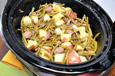 Have you ever tried to prepare meatloaf in your crock-pot? Secrets to making Crock Pot Moist Meatloaf. Steak And Green Beans, Sausage And Green Beans, Green Beans And Potatoes, Cajun Recipes, Crockpot Recipes, Chicken Recipes, Smothered Steak, Lipton Onion Soup Mix, Easy Meatloaf