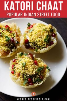 Looking for a popular Indian street food recipe? Check out this recipe for katori chaat! This recipe Evening Snacks Indian, Healthy Evening Snacks, Indian Snacks, Indian Foods, Easy Snacks, Indian Chutney Recipes, Healthy Indian Recipes, North Indian Recipes, Chaat Recipe