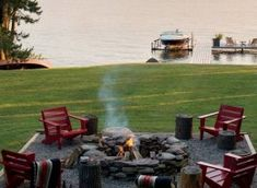 40 Super cool backyards with cozy fire pits Fire Pit Gravel, Wood Fire Pit, Concrete Fire Pits, Diy Fire Pit, Fire Pit Backyard, Backyard Patio, Backyard Landscaping, Landscaping Ideas, Patio Ideas