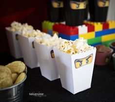 Free printable! Ninjago popcorn box on the blog =) Supercute!   Gratis print ninjago popcornbokser på bloggen =) Superkule til barnebursdag!