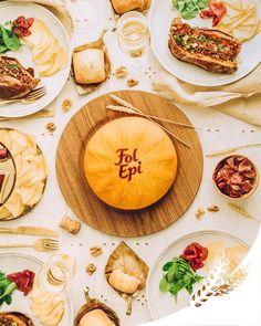 Une jolie table tout en reflets dorés pour donner une touche d'élégance au traditionnel Abendbrot. En chiffonnade, Fol Epi accompagne une patate douce garnie au quinoa.