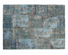 Et varmt og lunende teppe i en kjølig, klar farge kan virke beroligende på både kropp og sjel. Belinay er nettopp et slikt teppe. Det er mange steder dette forseggjorte teppet vil fungere bra. Den avdempede blå fargetonen gjør Belinay til et ideelt valg for et hjemmekontor eller soverom.