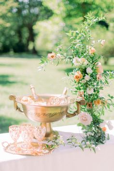 Garden bar setup with pink goblets. Photo: @anja_schneemann_photography Head Table Wedding, Wedding Reception Centerpieces, Wedding Reception Decorations, Elegant Wedding, Rustic Wedding, Chic Wedding, Castle Wedding Inspiration, Garden Wedding, Garden Bar
