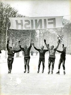 Bij de finish (Elfstedentocht 1956)
