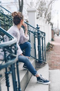 Weekend Style: Skinny Jeans and Vans - Aniesa Asghar - Modetrends Best Photo Poses, Girl Photo Poses, Picture Poses, Girl Photos, Portrait Photography Poses, Photography Poses Women, Tumblr Photography, Teenage Girl Photography, Creative Photography