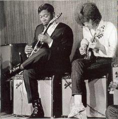 BB King and Eric Clapton, a long, long musical friendship. Pop Rock, Rock N Roll, Eric Clapton, Good Music, My Music, Reggae Music, Green Label, Bb King, Jazz Blues