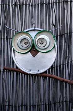 Yard owl from jar lids, bottle caps or just about anything. How cute would this be hanging in your garden??