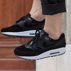 "Nike Air Max 1 Rebel Skulls ""Black/White"" Price : 140€ Size range : 40 to 45 In store the 4th September at @ozsneakerlab and online after at impactshoes.com #nike #nikeshoes #swoosh #swooshgang #kickstagram #kicksoftheday #nikeairmax #nikeairmaxone #airmax #sneakersaddict #sneakers #kicks #love #lovesneakers #hypefeet #blackkicks #instakicks #dailykicks"