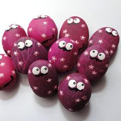 Cute painted rocks! Perfect for kids or as a memorable present for your friends!