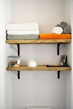 John and Jaime's Contemporary Woodland Escape (Green Tour) : Apartment Therapy. Love these shelves for our bathroom! Creation Deco, Bathroom Shelves, Wood Bathroom, Wood Shelves, Rustic Shelves, Bathroom Interior, Design Bathroom, Kitchen Design, Bathroom Inspiration