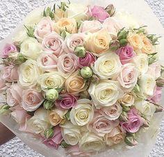 A sight for sore eyes. Bouquet by @lolaflowerboutique . . . #meijerroses #flowers #flowerstagram #flowerpower #weddings #weddinginspiration #flowerslover #weddingflowers #weddingideas #bride #flowermagic #weddingday #weddingstyle #weddingtime #weddinginspo #weddingseason #bridetobe #photooftheday #букет #букетневесты #цветынасвадьбу #букетроз #Розы