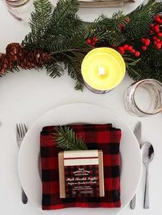 57 Classy Christmas Table Decorations and Settings That Look Incredibly Beautiful Classy Christmas, Christmas Brunch, Christmas Tablescapes, Christmas Table Decorations, Plaid Christmas, Holiday Dinner, Winter Christmas, Winter Holidays, Holiday Fun