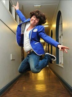 Let's get over the Haylor drama and focus obviously on Alan Carr dressed up as Harry for his year review.