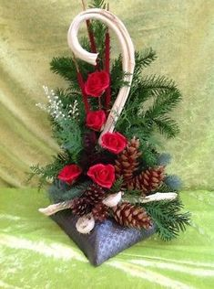 What Exactly Are The Key Benefits Of Having A Salad Everyday? Arte Floral, Mother Nature, Floral Arrangements, Christmas Wreaths, Pure Products, Holiday Decor, Pretty, Flowers, Home Decor
