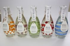 Cute bottles of rice wine Liquor Bottles, Bottles And Jars, Glass Bottles, Beverage Packaging, Food Packaging, Packaging Design, Sake Bottle, Oil Bottle, Tea Design
