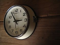 PACIFIC FURNITURE SERVICE/Wall Clock