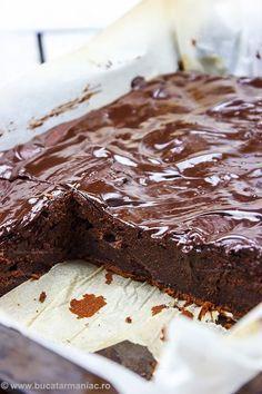 Chec rapid cu ciocolata ~ bucatar maniac No Cook Desserts, Sweets Recipes, Delicious Desserts, Cake Recipes, Yummy Food, Romanian Desserts, Romanian Food, Chocolat Recipe, Sweet Tarts