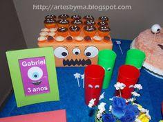 Festa dos monstrinhos - decoração da mesa  e painel com os monstrinhos feitos de papel