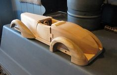 Image Wood Car, Wood Plane, Wooden Toy Cars, Wood Toys, Fine Woodworking, Woodworking Crafts, Easy Wood Projects, Wood Gifts, Pinewood Derby