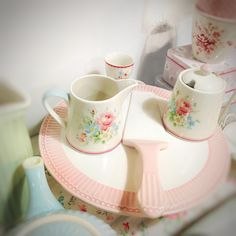 ready to bake a delicious cake? then I have the ideal cake stand by Greengate for you   ;)