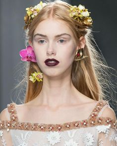Pin for Later: These Are the 10 Most Important Beauty Moments of NYFW You Need to Know Gothic Bridesmaids at Rodarte There's nothing cheesy about these flower crowns — especially when paired with porcelain skin and a grunge lip. Fall Fashion 2016, Fashion Week, New York Fashion, Down Hairstyles, Wedding Hairstyles, Hairdos, Ethereal Makeup, Flowers In Hair, Flower Hair