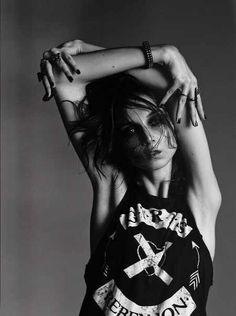 Fashion Photography Poses, Grunge Photography, Portrait Photography, Indie Fashion, Grunge Fashion, Trendy Fashion, Glam Rock, Grunge Party, Rocker Girl