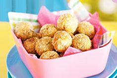 Bliss balls are great for kicking bad sugar to the kerb and making snacking on the good stuff fun. Here are 7 nut-free bliss balls to get their lunches rolling! Savory Snacks, Healthy Snacks, Healthy Kids, Savoury Recipes, Healthy Baking, Healthy Recipes, Bad Sugar, Dog Food Recipes, Cooking Recipes