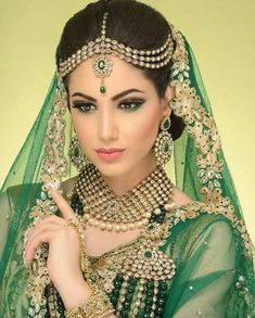 bridal jewelry for the radiant bride Indian Bridal Makeup, Asian Bridal, Beautiful Indian Brides, Beautiful Bride, Bollywood Makeup, South Asian Bride, Bride Makeup, Wedding Makeup, Wedding Bride