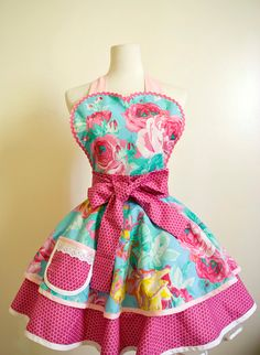 English Rose Vintage Apron - I LOVE aprons & this one is frilly and girly and gorgeous! (Not that I ever wear my aprons, no I just get food all over my clothes when I'm baking & cooking.)