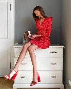 "Nastassia Vitskop on Instagram: ""Моя Сью определённо выбрала красное!♥️ dress - @julitoo.official"" Minimalist Fashion, I Dress, That Look, Dresses With Sleeves, My Style, Long Sleeve, Casual, Outfits, Vintage"