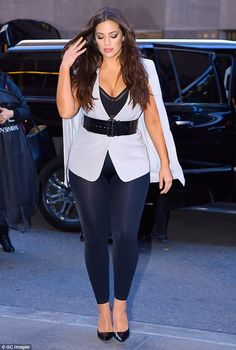 Ashley Graham displays her full cleavage in a belted white ensemble The stunning model made sure to turn heads in a cleavage-baring ensemble while strutting the streets of New York City's Manhattan on Thursday. Curvy Outfits, Plus Size Outfits, Girl Outfits, Fashion Outfits, Fashion Trends, Fashion Bloggers, Fall Fashion, Style Fashion, Ashley Graham Outfits