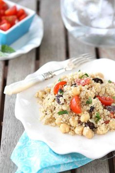 Perfect side dish for a barbecue! Quinoa Salad with Chickpeas, Kalamata Olives & Mint Recipe Mint Recipes, Salad Recipes, Healthy Recipes, Vegetarian Recipes, Farro Recipes, Summer Recipes, Vegan Vegetarian, Healthy Foods, Traditional Greek Salad
