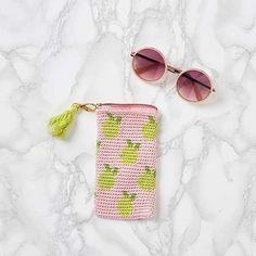 Muito amor por esse porta óculos com padrão de limão❣  bomdia Foto  Mollie  Makes  modaemcroche ⠀ ⠀⠀ ⠀ ⠀⠀ ⠀⠀ ⠀ ⠀⠀ ⠀ ⠀⠀ ⠀⠀ ⠀ croche ... 5807da1716