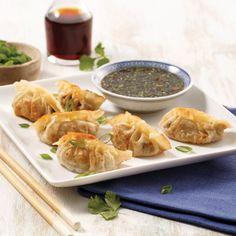 Crostinis aux pommes, bacon et cheddar - Je Cuisine Sushi Recipes, Asian Recipes, Ethnic Recipes, Dumpling Sauce, How To Make Dumplings, Chicken Balls, Chow Mein, Spring Rolls, Fresh Rolls
