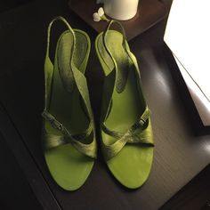 NWTBandolino Kimbra Green Snakeskin Shoe 6 NWTBandolino Kimbra Green Snakeskin Shoe. Size 6. These shoes are brand new but were the floor models so they hve minor signs of wear Bandolino Shoes