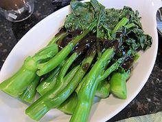 How to grow Chinese kale (Chinese kailaan) Chinese Vegetables, London, Growing Vegetables, Organic Gardening, Kale, Celery, Asparagus, Yummy Food, Herbs