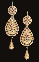 A PAIR OF MOROCCAN ROSE-CUT DIAMOND-INSET GOLD EARRINGS (MATICHA)