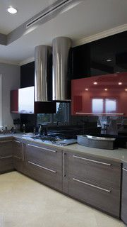 Black Solid Glass Backsplash For Grey And Burgundy Red Kitchen.   I Love  This Look, Stunning Kitchen (bold And Masculine)